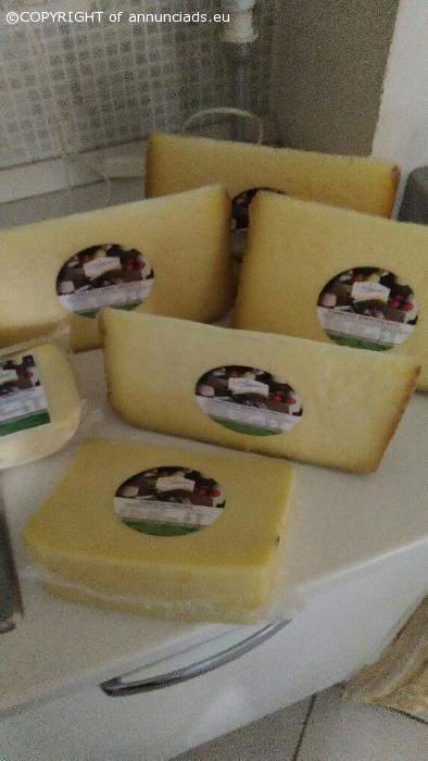 6 pezzi di formaggio italiano con latte vaccino ed ovino